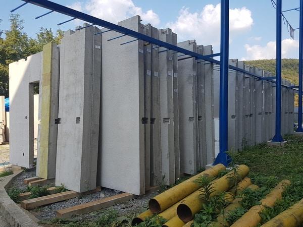 Keramické stCeramic walls ready for exporteny pripravené na vývoz
